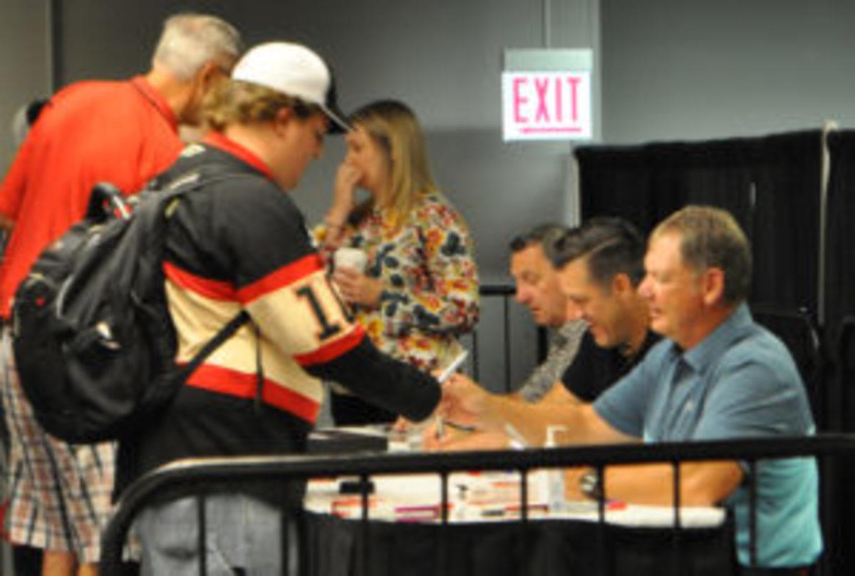(From right) Blackhawks legends Steve Larmer, Eric Daze and Denis Savard.