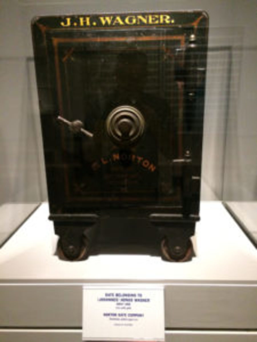 In addition to T206 cards, a safe once owned by Honus Wagner was part of the exhibit.