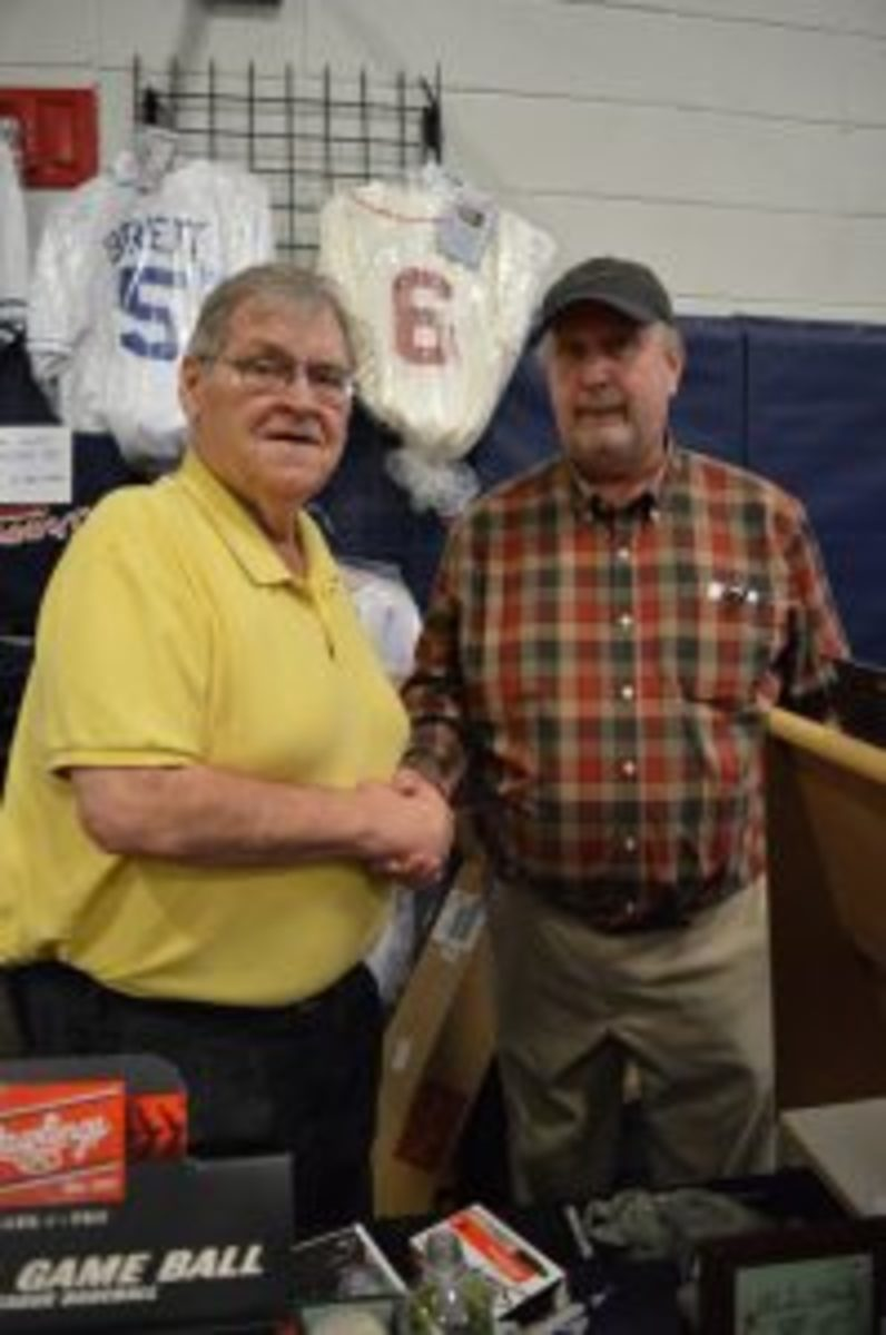 Denny McLain (left) and show promoter Jeff Roberts (right).