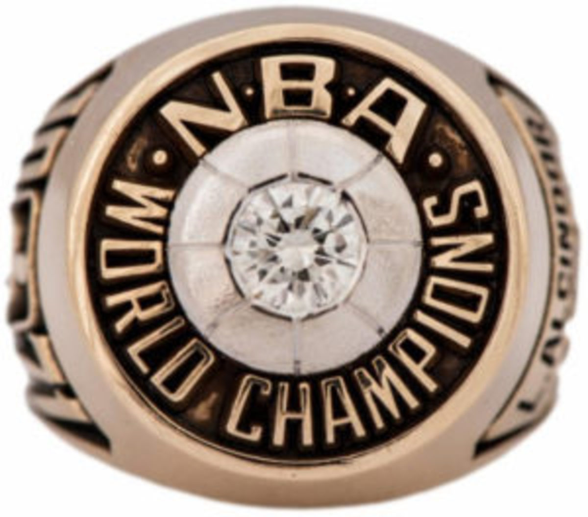 Kareem Abdul-Jabbar's 1970-71 Milwaukee Bucks championship ring (Lew Alcindor) sold for $153,437. (Image courtesy Goldin Auctions)