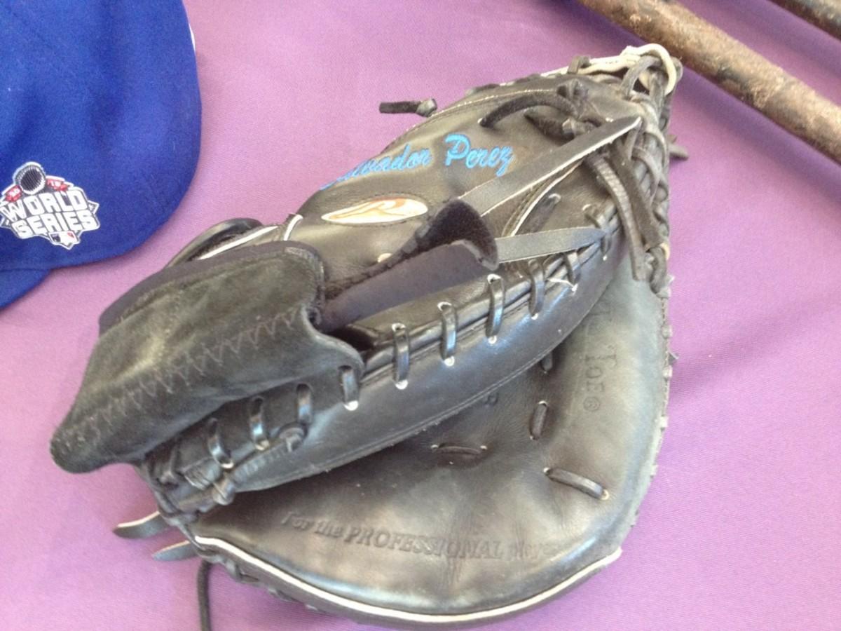 "World Series MVP Salvador Perez will have his catcher's mitt on display in the ""Autumn Glory"" exhibit."