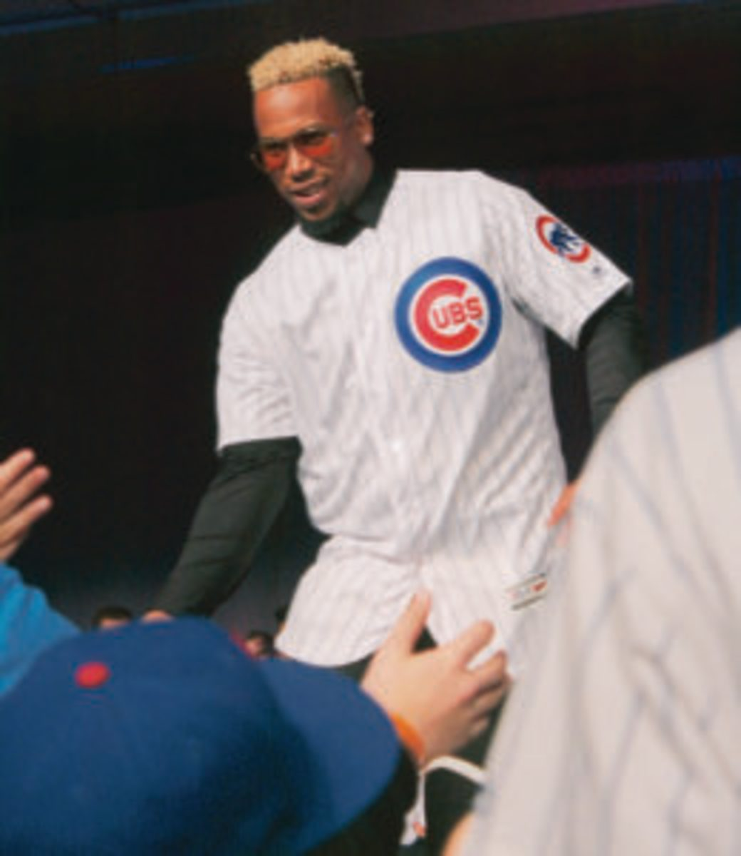 Pedro Strop greeted by fans at the 2019 Cubs Convention.