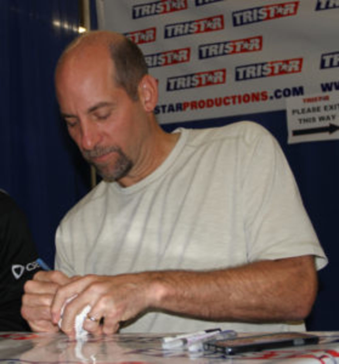John Smoltz signs a baseball at a Tristar Productions show. (Ross Forman photo)