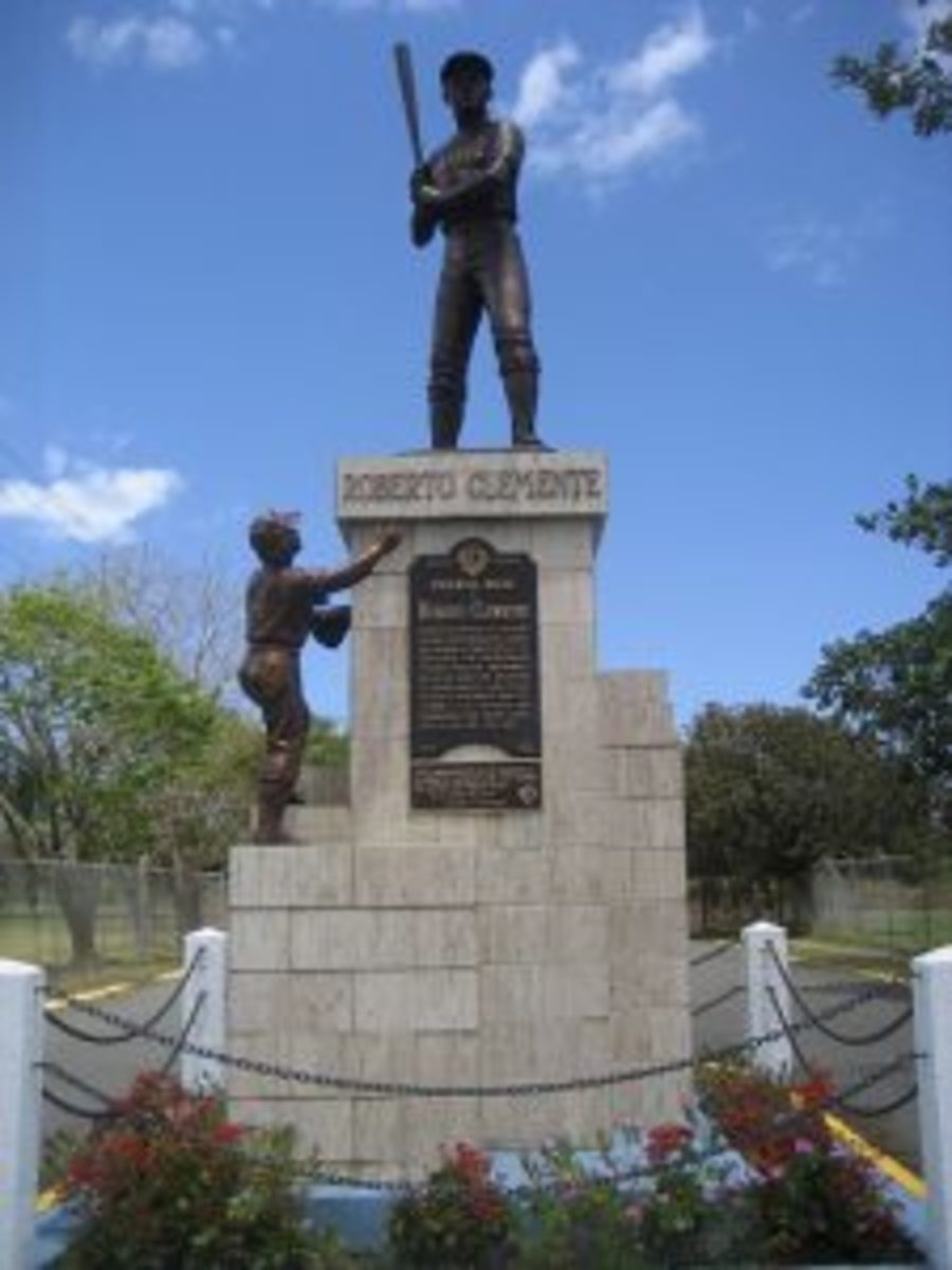 A statue honoring Roberto Clemente in Carolina, Puerto Rico.