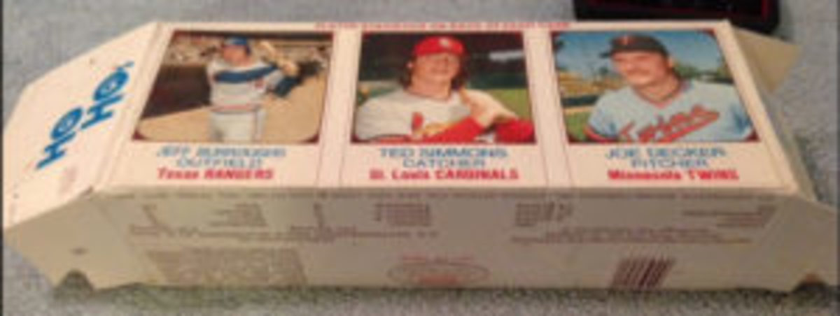 1975 Hostess HoHo box with the rare Ted Simmons panel. The bottom of the baseball card panel is printed below the bottom crease.