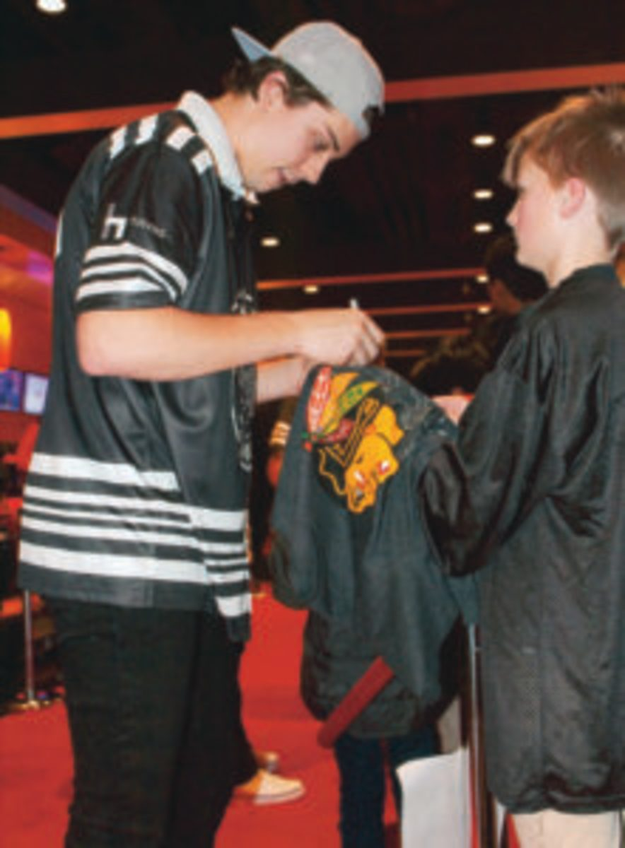 Dylan Strome provides an autograph for a fan.