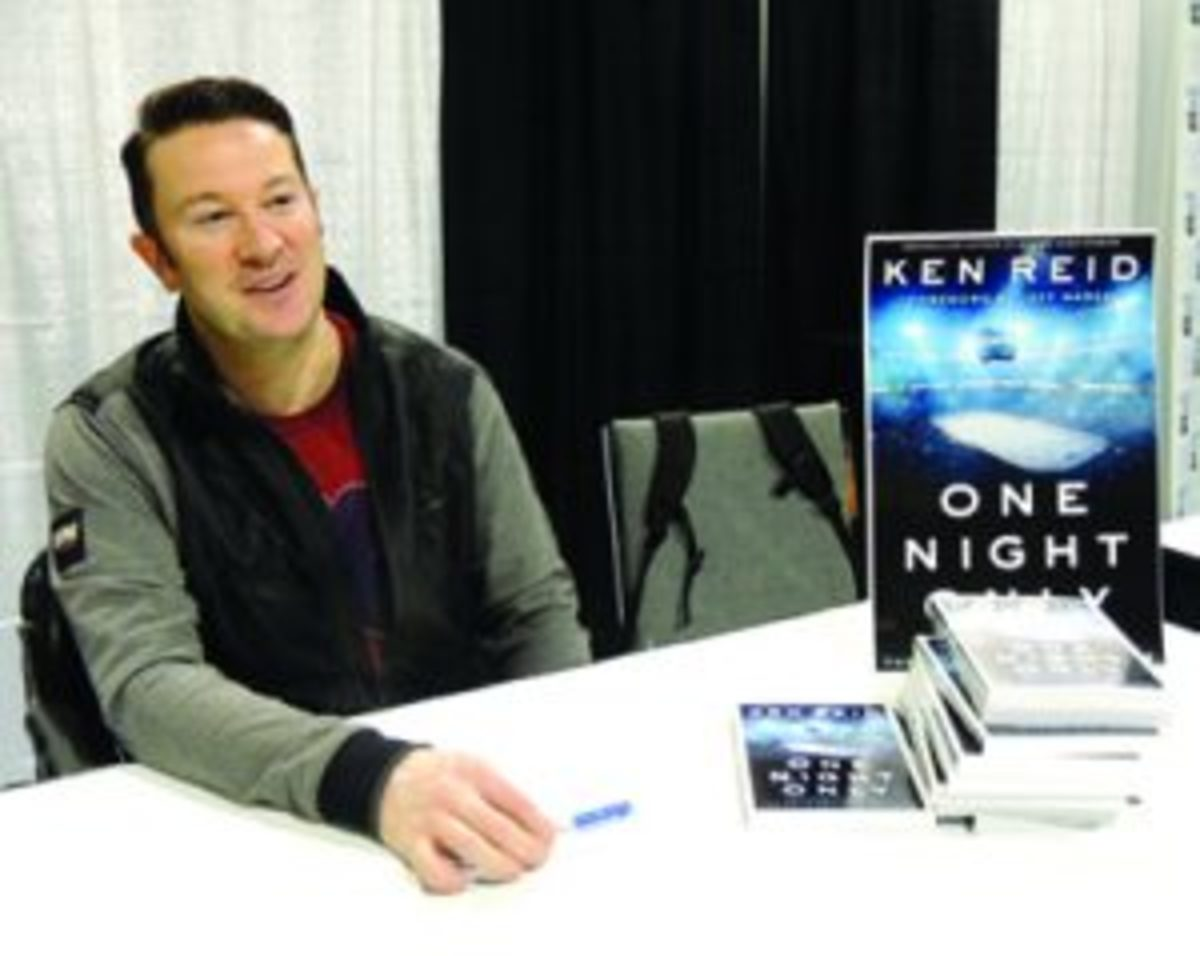 Author Ken Reid was on hand at the Toronto Sportcard & Memorabilia Expo to sign copies of his recently released book recognizing NHL players who played in only one game in their careers. (Hank Davis photo)