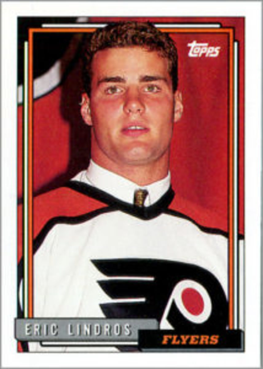The Eric Lindros card in the 1992-93 Topps Hockey set used a photo of Lindros wearing a Flyers jersey at a press conference.