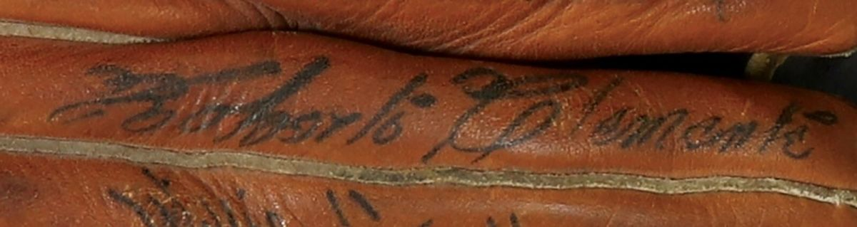 6-oa-signed-glove-roberto-clemente-autograph-close-up