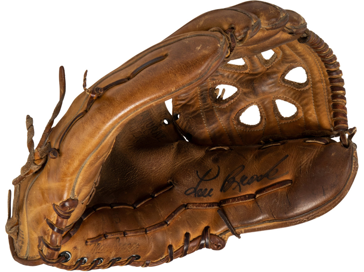 8-SCD-Base-stealers-brock-game-glove—Try to use this