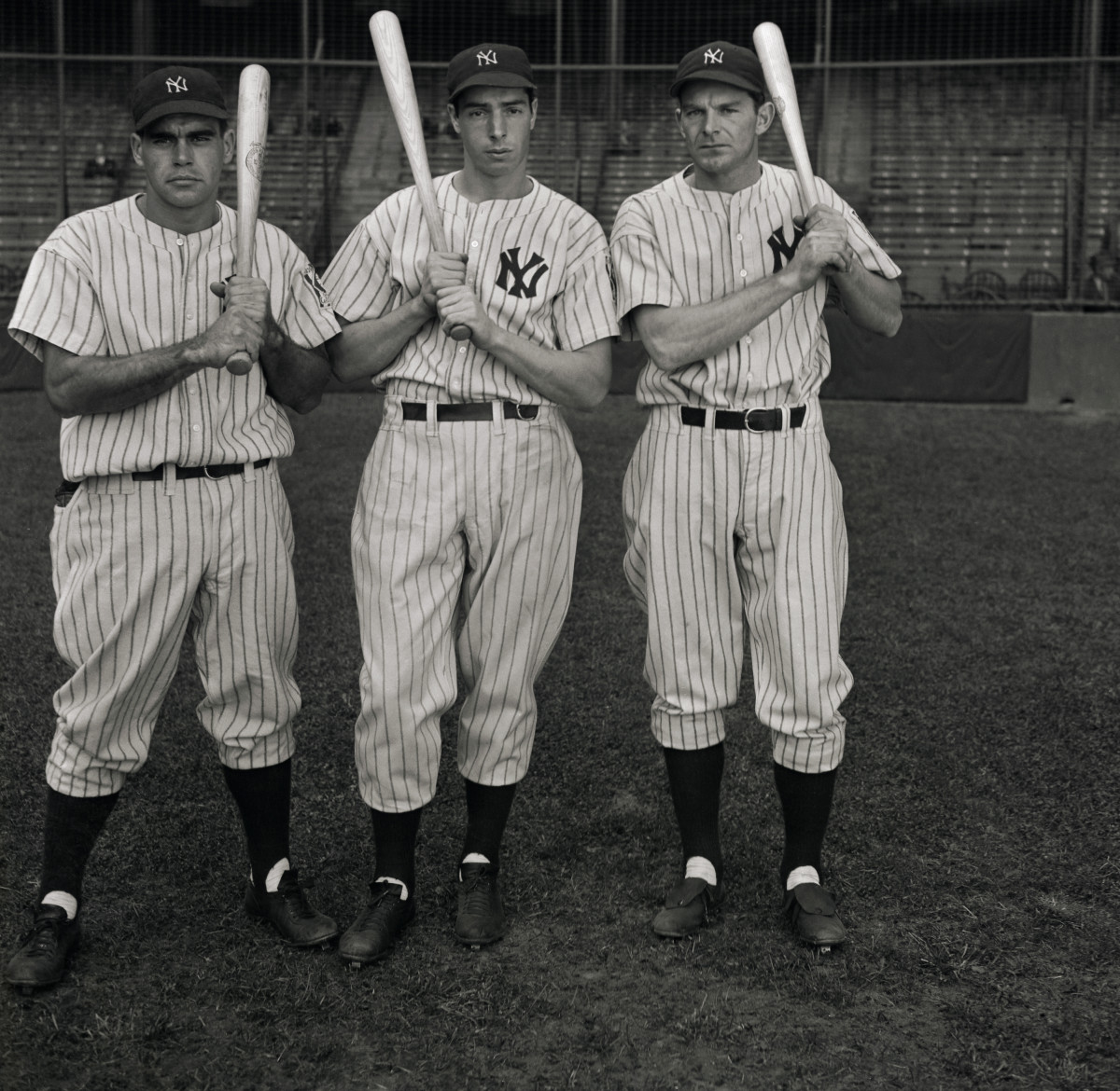 Original cutline from 1937 identified Joe DiMaggio in center and George Selkirk at right. Photo: Bettmann/Getty Images.