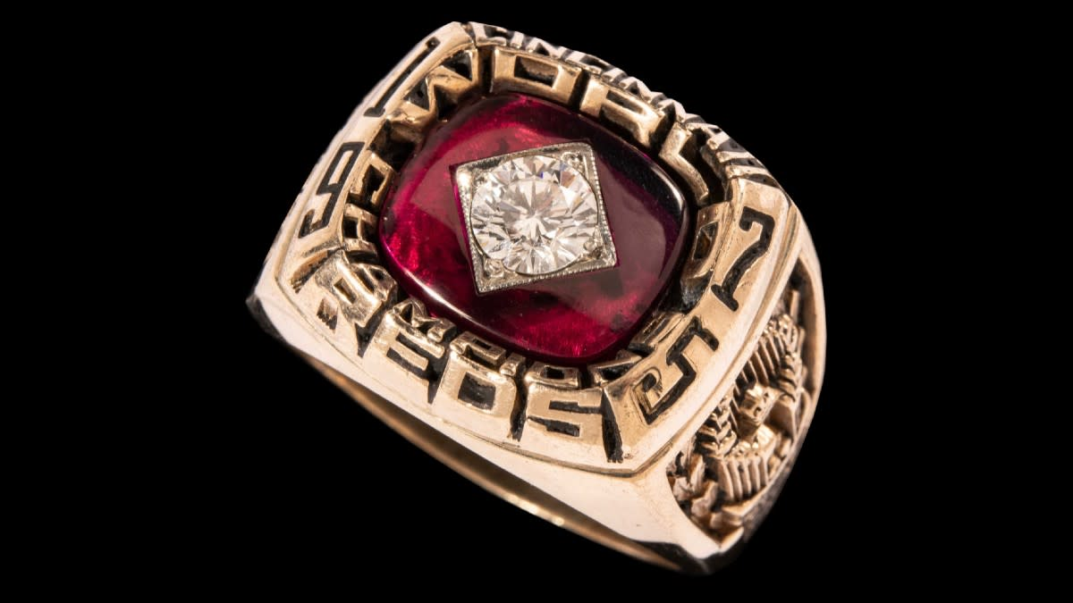 Bench's 1975 World Series ring bought by Horwitz at auction for $115,000. Photo: Hunt Auctions