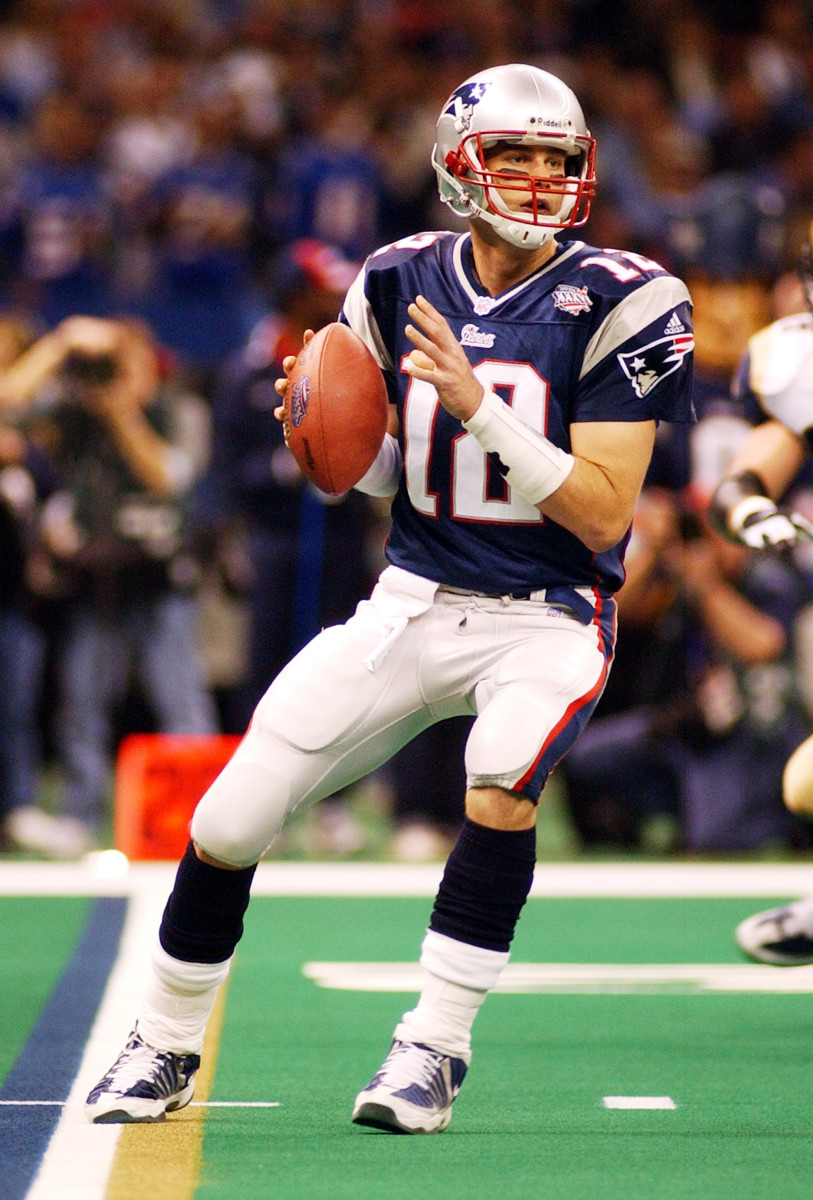 Tom Brady drops back to pass during Super Bowl XXXVI in New Orleans.