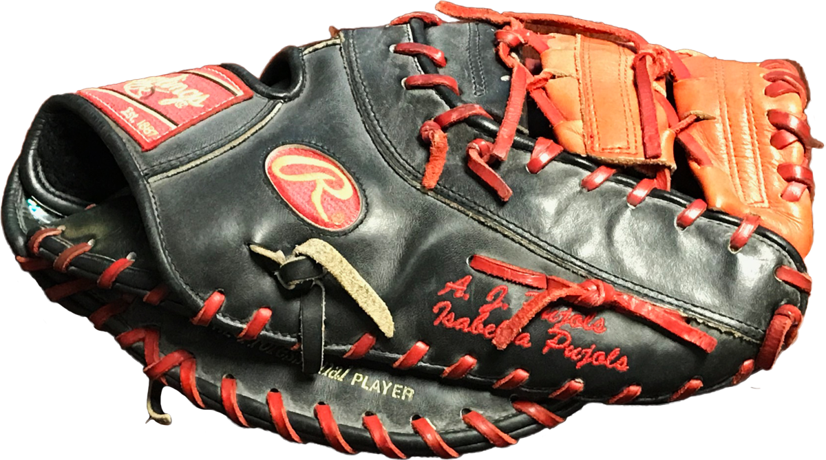 An Albert Pujols glove photomatched to the 2005 NLCS.